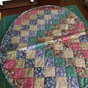 Quilted table topper/mat